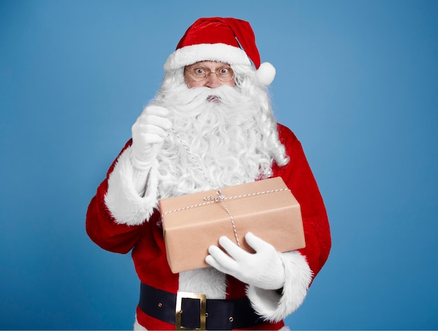 놀란 산타 클로스 오프닝 선물