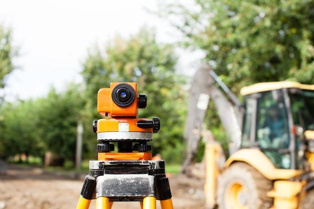 Сюрвейерское оборудование для нивелирования вне помещений при строительстве дороги