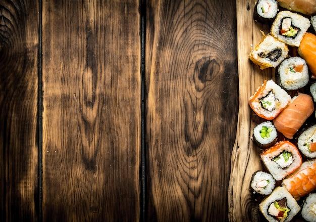 Суши и роллы на доске.