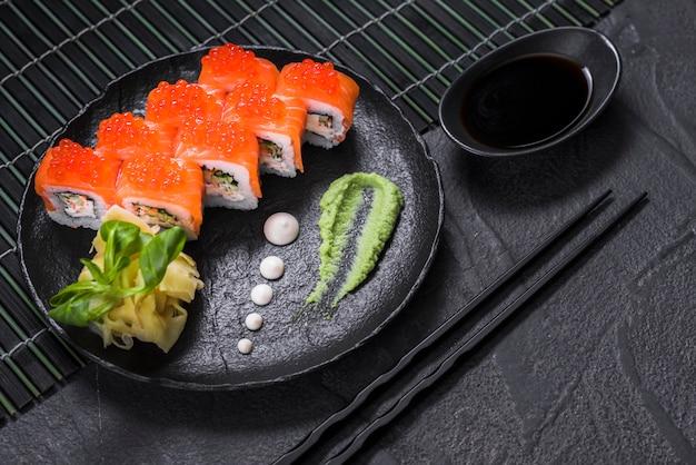 아시아 레스토랑에서 초밥 요리