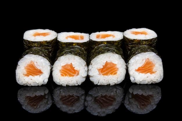 Sushi hosomaki salmon
