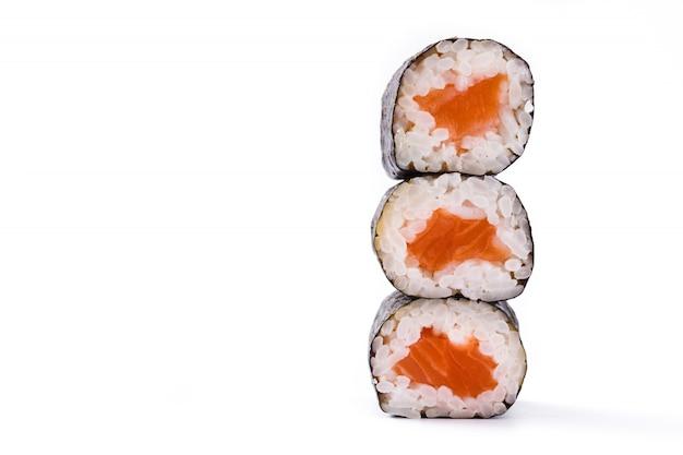 白い表面コピースペースに分離された寿司