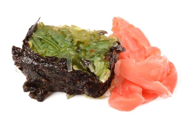 孤立した背景の寿司