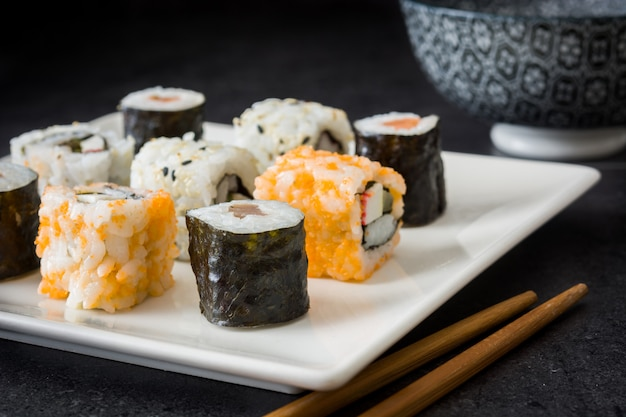 黒ににぎりと巻き巻き寿司パック
