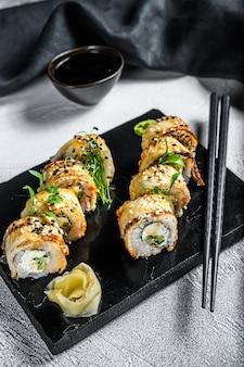 巻き寿司、うなぎときゅうりの燻製巻き寿司