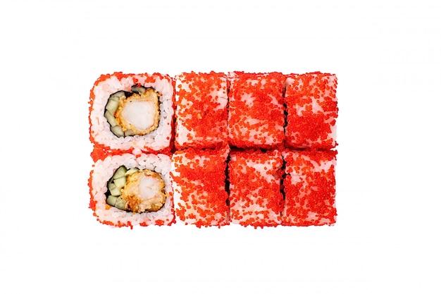 Суши роллы изолированы. классический суши ролл.