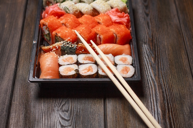 巻き寿司日本伝統木製セット珍味