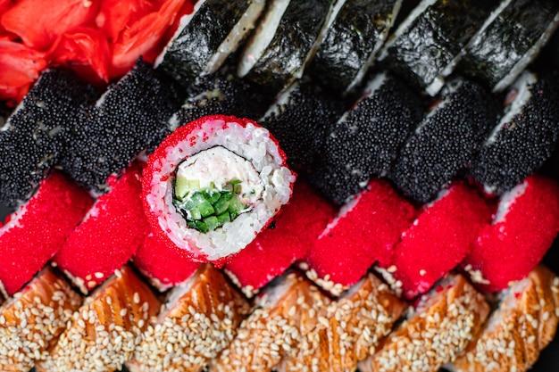 Набор суши-роллов лосось, форель, тунец, икра тобико, нори и многое другое
