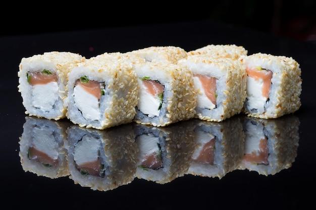 Sushi rolls shake chizu with sesame