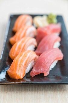 寿司鮭とマグロ