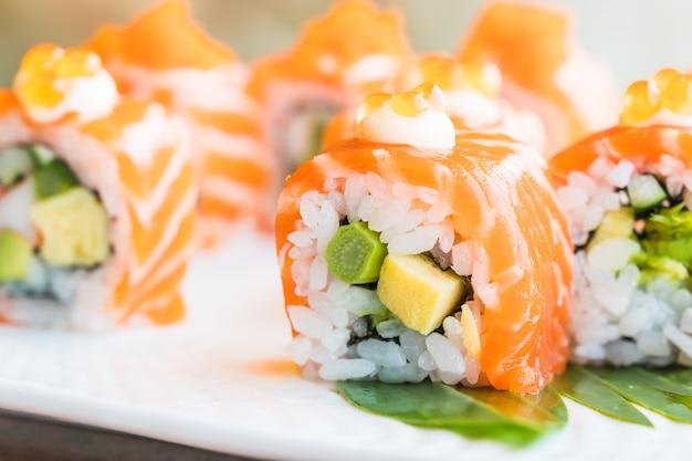 Суши-лосось