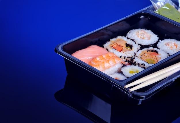 Суши-сет в упаковке на вынос