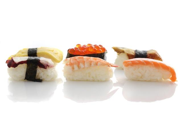 白にセットされた寿司