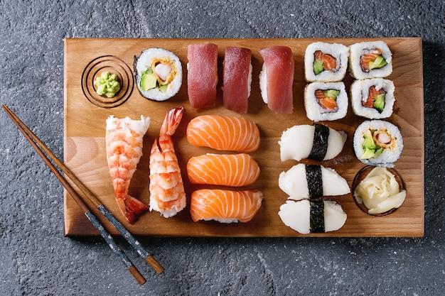 寿司セットにぎりとロール