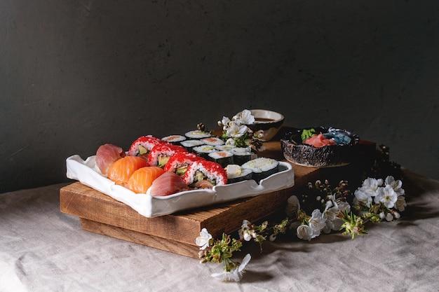 すしセットにぎりと巻き寿司