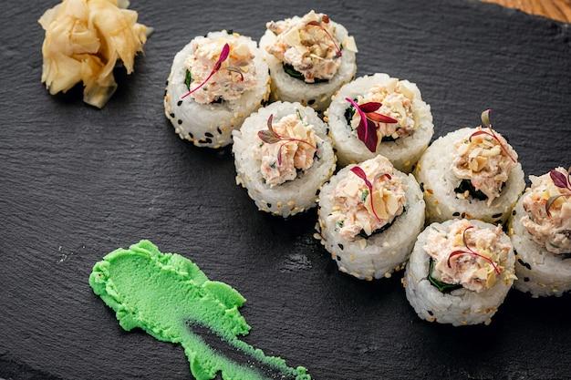 참깨와 초밥 근접 촬영 일본 음식 고품질 사진