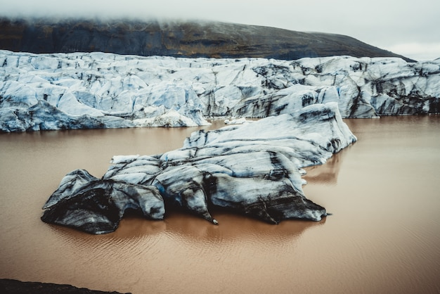 Svinafellsjokull ледник в ватнайокудле, исландия.