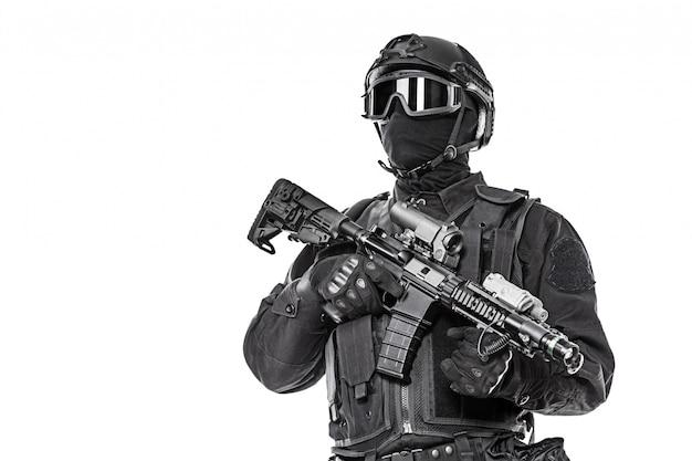 Оперативник с винтовкой