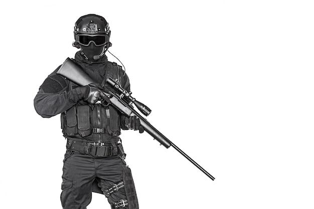 狙撃兵ライフルとスワットオペレーター