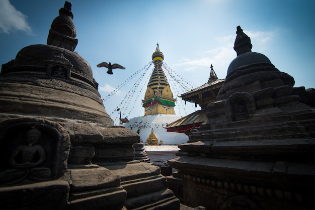 Swayambhunathまたはネパールのカトマンズ、モンキー寺院。