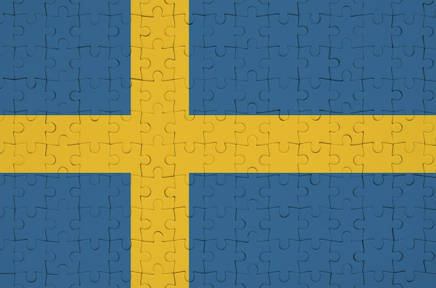 스웨덴 국기는 접힌 퍼즐에 그려져 있습니다