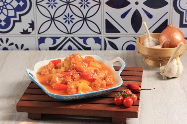 Кисло-сладкая свинина тансуюк меню китайской кухни, популярное в корее