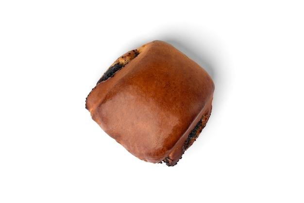 白い背景で隔離のケシの実と甘いパン。