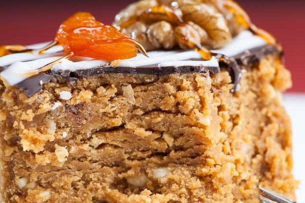 円筒形の甘いケーキ