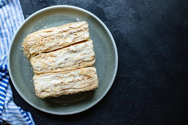 Сладкий торт наполеон слоеное тесто millefeuille сливочный крем десерт кусок