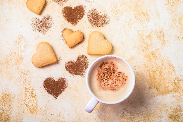 バレンタインデーのためのハートの形の甘いクッキー