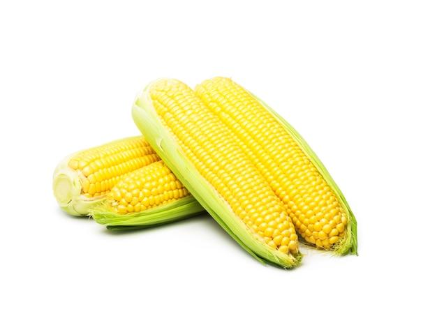 Сладкая кукуруза на белом