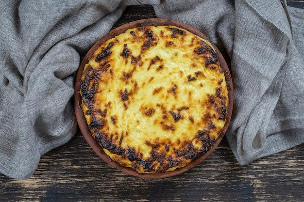 レーズンとセモリナ粉の甘いカッテージチーズのキャセロール