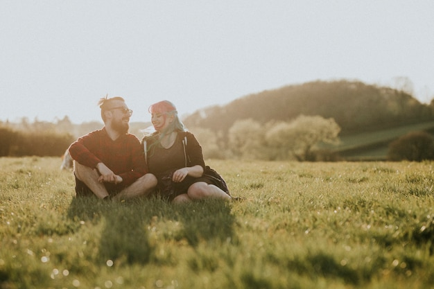 Una dolce coppia che si sorride