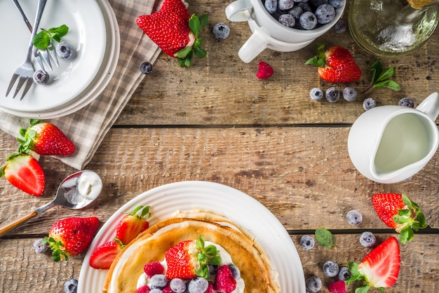 Сладкие блинчики с ягодами