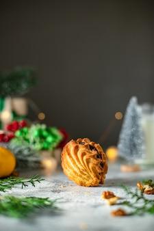 甘いデザートペストリークッキーパンまたはジンジャーブレッドクリスマストリート