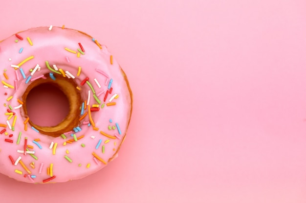 Сладкие пончики разных цветов