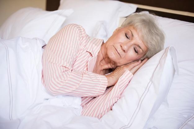 편안한 침대에서 달콤한 꿈