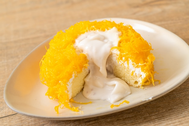 Sweet egg-serpentine cake or gold egg yolk thread cakes