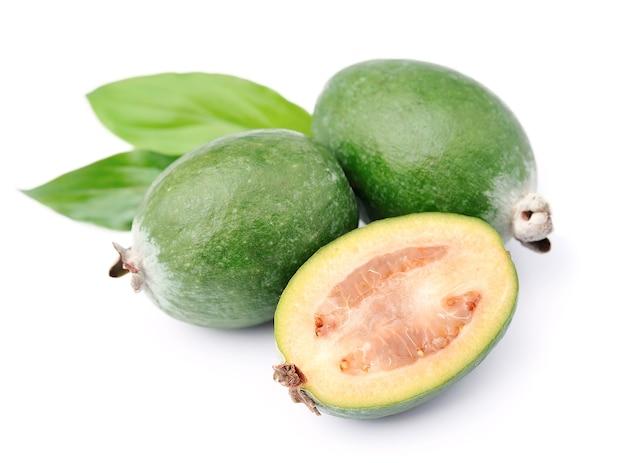 甘いフェイジョアの果物がクローズアップ。トロピカルフルーツ