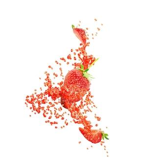 달콤한 신선한 딸기 주스 또는 딸기와 잼 스플래시 웨이브 소용돌이