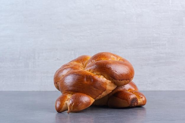 I panini del cuore dolce raggruppano insieme su fondo di marmo. foto di alta qualità