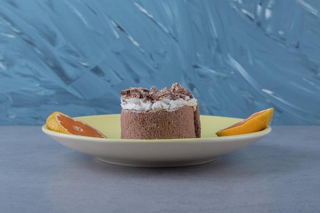 オレンジスライスの甘い自家製ケーキ