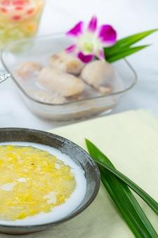 Sweet mung bean porridge with coconut milk recipe (tao suan).