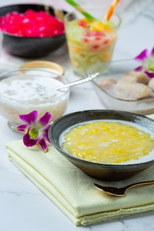 Sweet mung bean porridge with coconut milk recipe (tao suan).