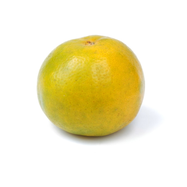 白い背景で隔離の甘いオレンジ