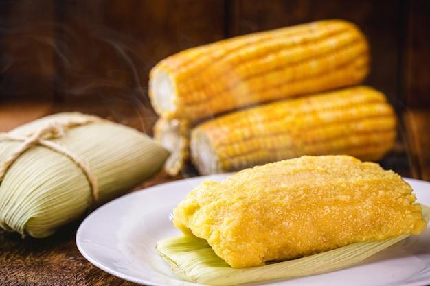 甘いパモーニャ、田舎で作られたブラジルのコーンクリーム、ブラジルの田舎の食べ物