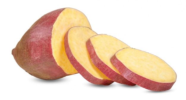 Сладкий картофель на белом фоне
