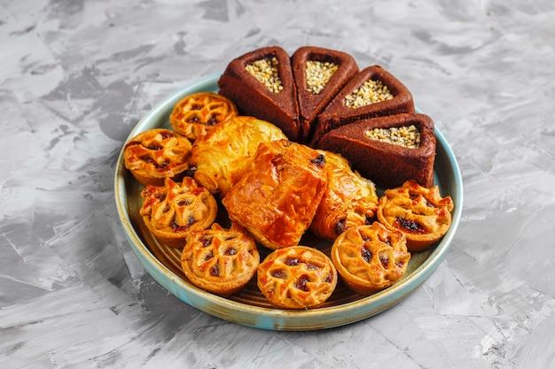 さまざまなお菓子が入ったスイーツプレート。