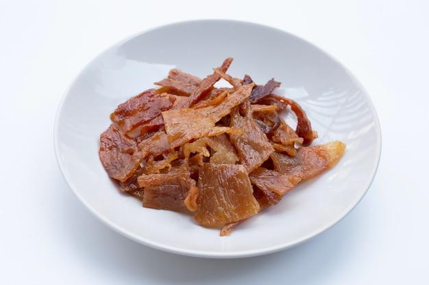 달콤한 돼지 고기 또는 돼지 고기 육포 흰색 표면에. 평면도