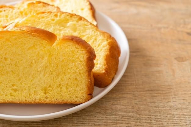 Сладкий картофельный хлеб с кофе на завтрак